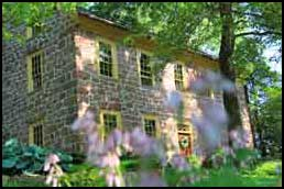 Brownstone Colonial Inn Bed and Breakfast, Reinholds PA